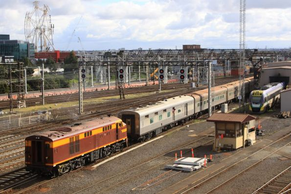 4306 gets shunted off the consist, 4490 having already headed into Southern Cross