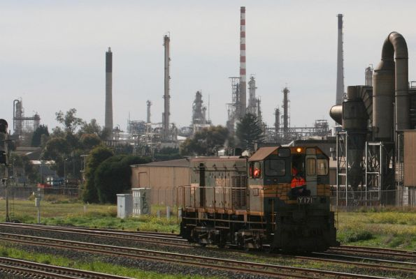 Y171 returning from the refinery at Corio at North Shore