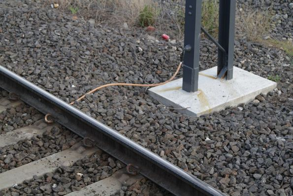 Grounding jumper between stanchion and running rails