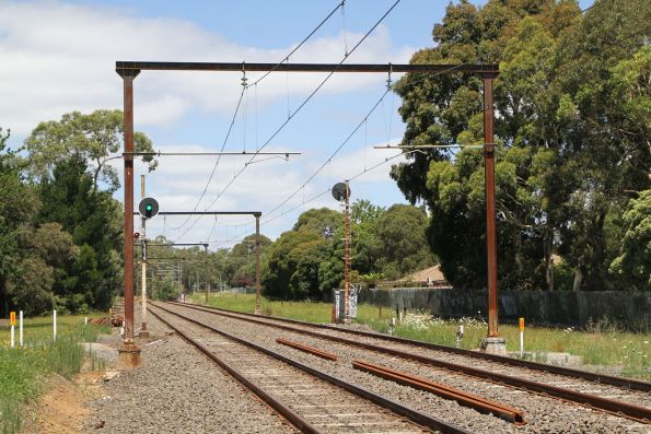 Signal L1019 for down trains between Bayswater and Boronia