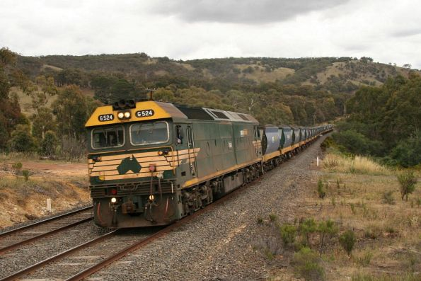 G524 departing Kilmore East around the bend