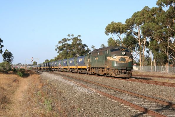 A85 leads the up Apex train through Lara on the up, Patricks train in pursuit on the standard gauge