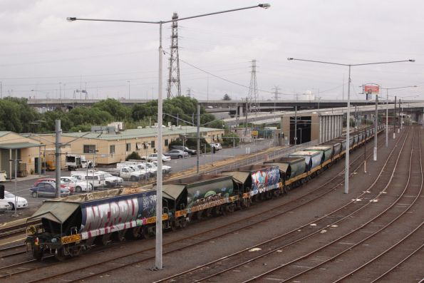 Apex train with the 'B' team - stabled for the weekend at Melbourne Yard