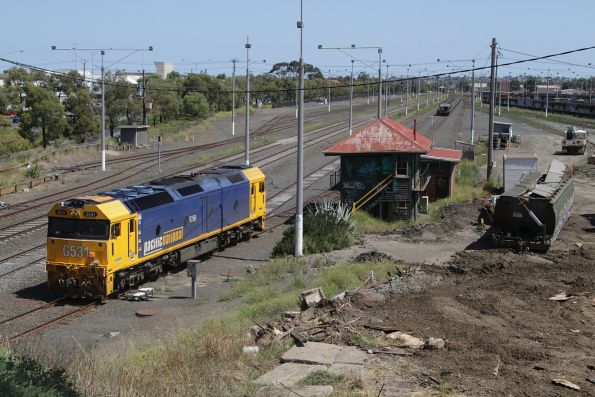 G531 shunts back onto the freshly inspected wagons at North Geelong Yard
