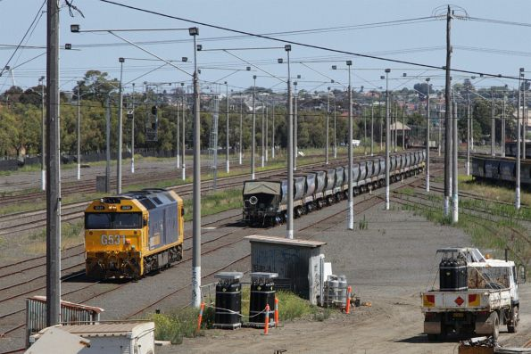 G531 heads back onto the wagons at North Geelong Yard