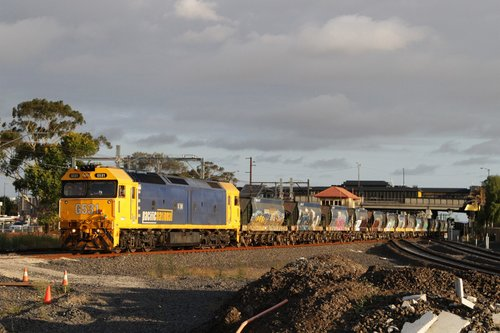 G531 departs Sunshine with an empty train from Brooklyn to Kilmore East