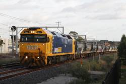 G531 leads the empty Apex train onto the suburban tracks at Sunshine