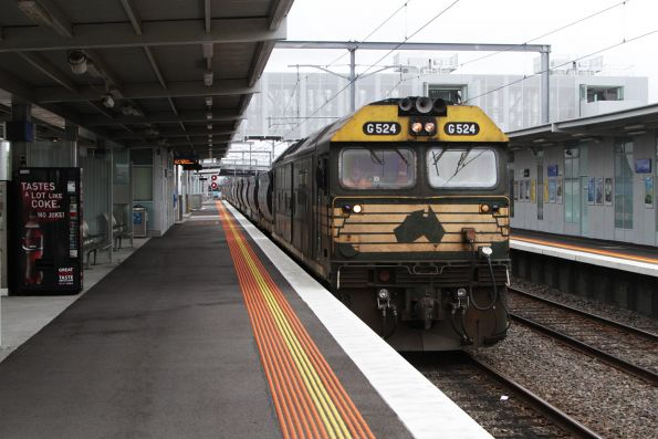 G524 heads through platform 2 at Westall with an empty quarry train headed back to Kilmore East