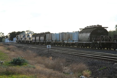 NGGF sugar wagons and 'butterbox' containers at the front of MW2 steel train at Albion