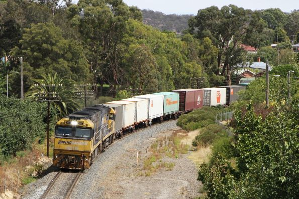 NR115 leads NR90 on PM4 on the up at Ararat