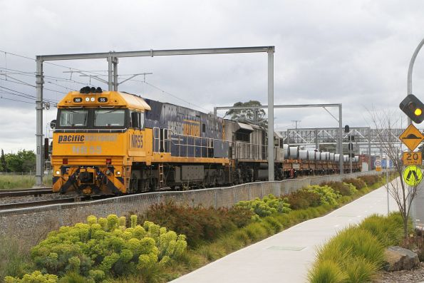 NR55 leads LDP007 on SM2 up steel and intermodal freight at Sunshine