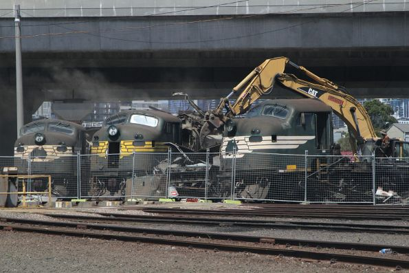 Pacific National locomotive scrapping at Dynon