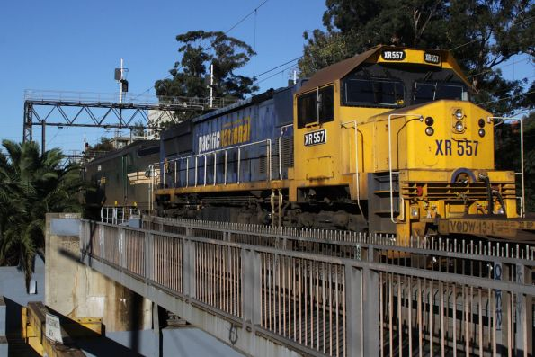 XR557 trails A85 on the down paper train across Cremorne Bridge