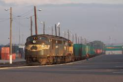 A85 and XR557 coupled up to the North Dynon loading, ready to pull forwards for the rest of the train in the other road