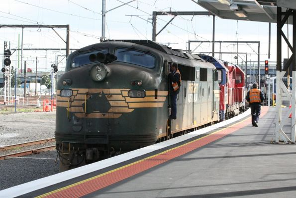 A81 and a failed N452 on arrival at Southern Cross Station