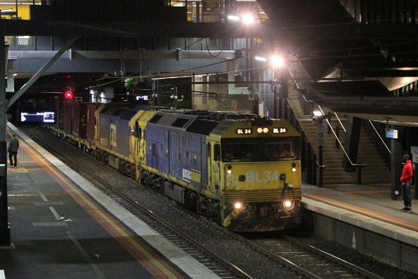 BL34 leads G522 on the up Tocumwal freight at Sunshine