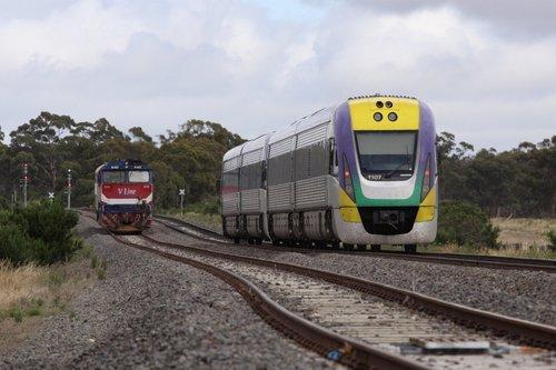 VL07 trails a Ballarat bound pass through Bank Box
