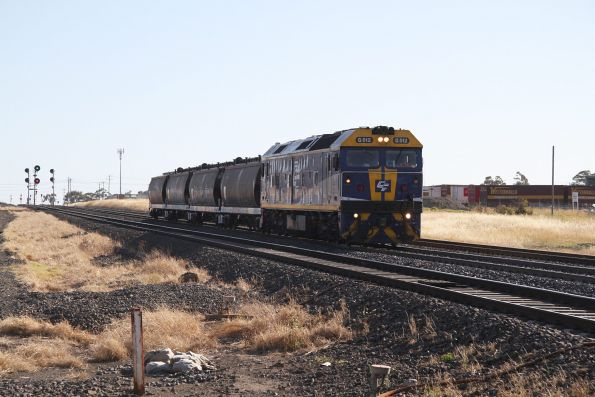 G512 at North Shore with four WGSY grain wagons