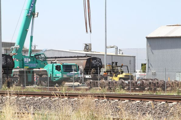 Using a forklift to shunt a WGSY grain wagon
