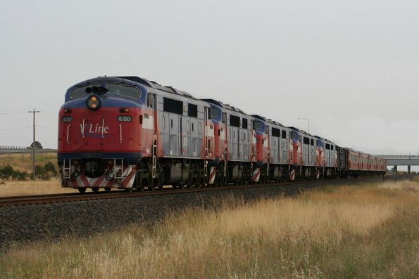 [FAKE] Quintuple V/Line A class locomotives with A60 in the lead, leading H set carriages