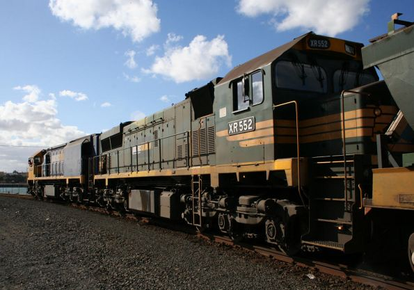 XR558-XR552 on the Geelong grain loop
