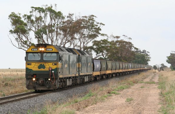 G522 and G543 on an up SG grain, outside Inverleigh bound for Geelong