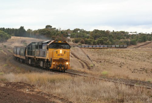 XR557 and XR554 climb upgrade through Moorabool