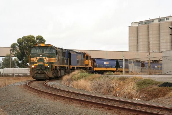 XR552 and XR558 discharge at the Geelong Grain Loop