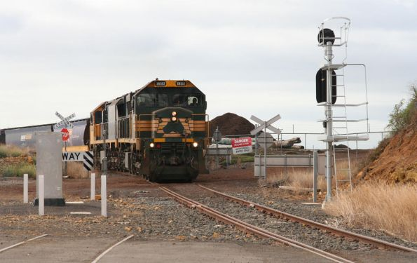 XR552 and XR558 departing the grain loop after discharging