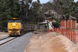 XR557 leads along the upgraded track at Creswick