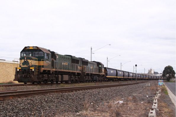 XR554 and XR550 wait at North Geelong C to enter the Grain Loop