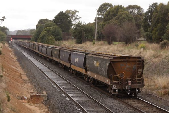 G527 and XR557 lead a loaded grain up Warrenheip Bank at Ballarat East