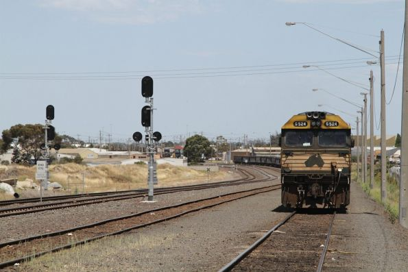 Now shunting back into North Geelong Yard, with G524 up front