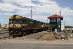G524, X41 and X43 shunt back into North Geelong Yard