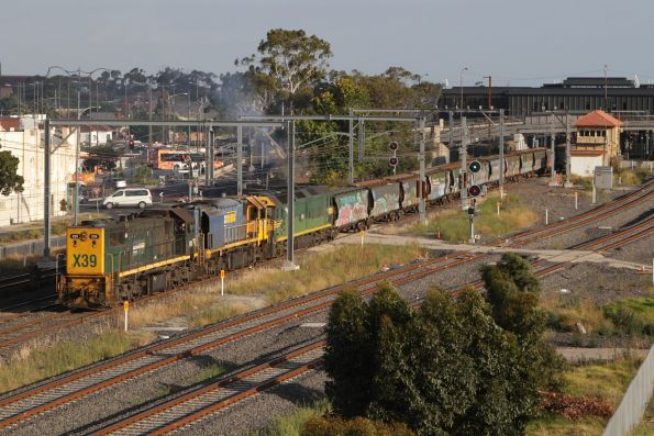 X39, XR559 and G542 depart Sunshine with a down Tocumwal grain