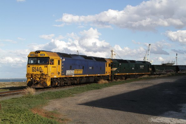 G540 and G538 unloading a train at the Geelong Grain Loop