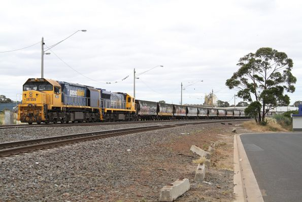 XR559 and XR552 on the broad gauge waiting at North Geelong C for their turn through the grain loop