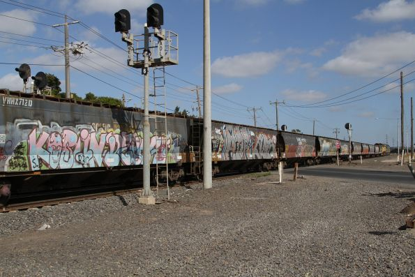 G542 and XR557 lead an up broad gauge grain through Brooklyn