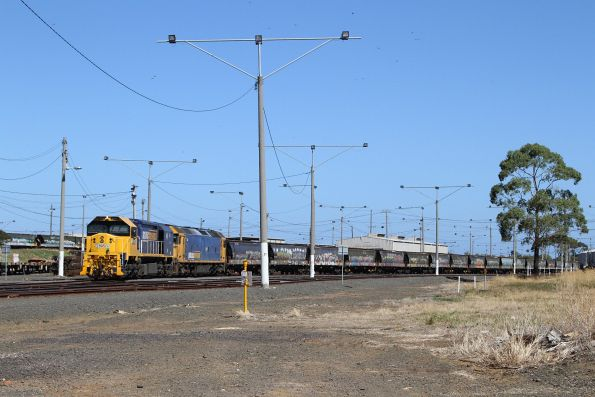 XR555 and G527 stabled at the northern end of North Geelong Yard