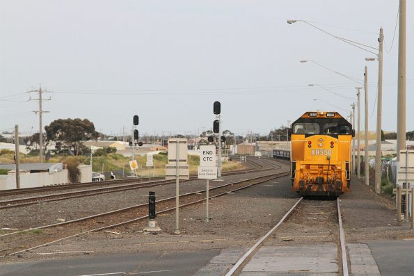 XR550 stabled at North Geelong C on a broad gauge grain train
