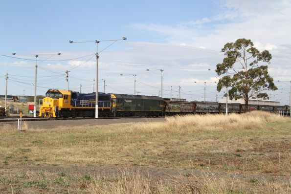 XR553 and G542 stabled at North Geelong Yard on a broad gauge grain train