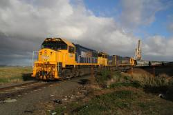 XR557, H1 and XR553 on a broad gauge train at the Geelong grain loop