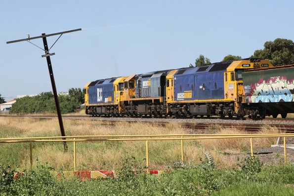 BL33 leads XR558 and G540 northbound at Albion on 4KC6 standard gauge grain from Western Victoria to Junee