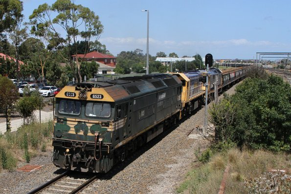 G523, X48 and 8101 lead 4KC6 down standard gauge grain through Sunshine, headed from Western Victoria to NSW