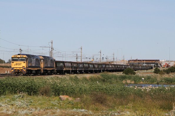 8137 leads 8172 on an up standard gauge grain at Williams Landing