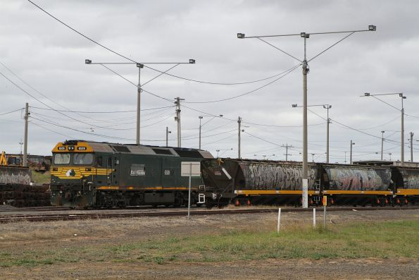 G529 shunting broad gauge grain wagons at North Geelong C