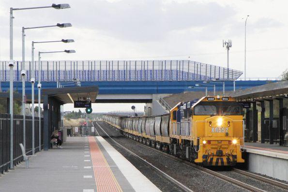 XR552 leads XR554 on an up PN grain train through Tarneit