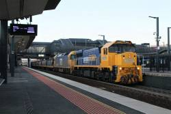 XR554 leads G522 on an up North Geelong grain at Sunshine