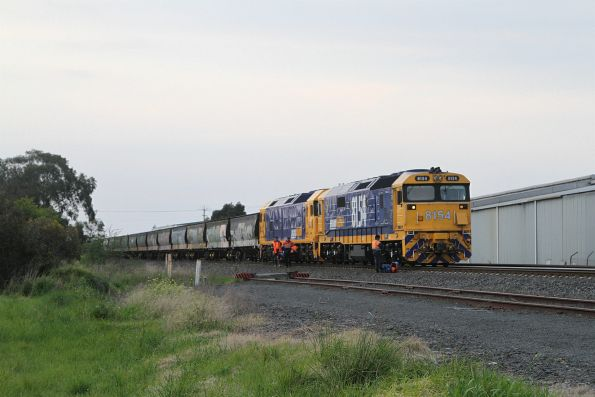 Crew change for 8154 and BL31 at North Geelong C