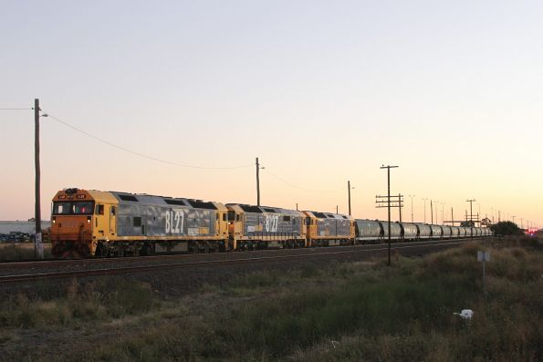 BL27, 8127 and BL31 wait at McIntyre Loop for the XPT and SCT trains to overtake it